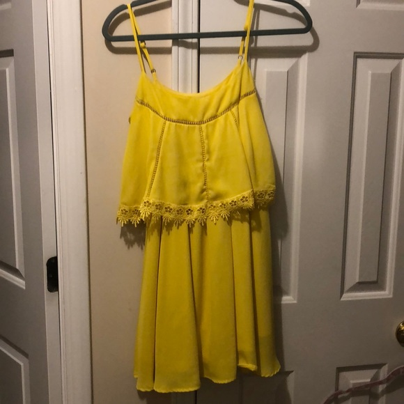 Gianni Bini Dresses & Skirts - GB yellow dress!
